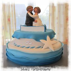 Silvia's Tortenträume:  Hochzeit Torte Schiff blau weiß Boot Seestern Wellen Fondant https://www.facebook.com/SilviasTortentraeume/photos/a.535960646504928.1073741837.525152320919094/700380866729571/?type=3&theater