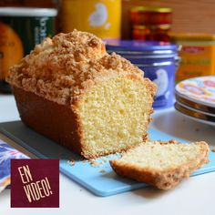 Este budín de coco fácil de preparar es húmedo, con mucho sabor y a su vez crocante en la superficie por el crumble. Es riquísimo, ideal para acompañ Cheesecake, Walnut Cake, Pan Dulce, Cake & Co, Loaf Cake, Almond Cakes, Sweet And Salty, Coffee Cake, Cooking Time