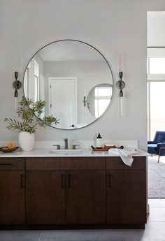 Home Decor Pictures Mid-Century Modernized: Master Bedroom & Bathroom (And Everything You Need To Get The Look).Home Decor Pictures Mid-Century Modernized: Master Bedroom & Bathroom (And Everything You Need To Get The Look) Cheap Rustic Decor, Shabby Chic Decor, Cheap Home Decor, Master Bedroom Bathroom, Dyi Bathroom, Bathroom Trends, White Bedroom, Bathroom Designs, Bathroom Interior