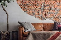 Exposed brick walls can be found also in other living spaces. Checkout our latest collection of 23 Elegant Living Rooms with Exposed Brick Wall. Industrial Home Design, Vintage Industrial Decor, Industrial House, Industrial Style, Vintage Decor, Industrial Bedroom, Vintage Pillows, Bedroom Vintage, Vintage Lighting