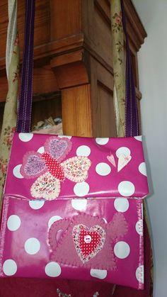 pochette coeurs et papillon rose