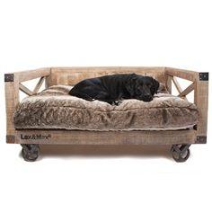 Houten Lex & Max luxe hondenmand. Design interieur