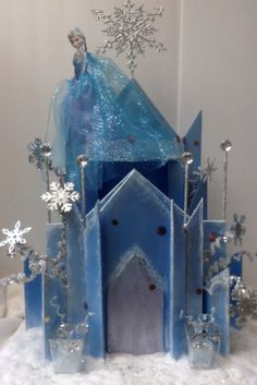This Frozen ice blue castle centerpiece. It is made with a lot of detail, making this castle centerpiece the main decoration piece for a little