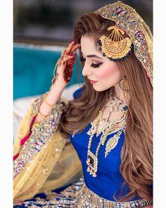Pakistani Bridal Makeup, Pakistani Wedding Outfits, Beautiful Pakistani Dresses, Pakistani Dress Design, Short Girl Fashion, Velvet Dress Designs, Beautiful Suit, Bridal Photoshoot, Bridal Pictures