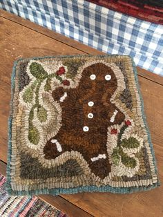 Me Gingerbread man. Mug Rug Patterns, Punch Needle Patterns, Rug Hooking Patterns, Locker Rugs, Christmas Rugs, Christmas Quilting, Fabric Bowls, Hand Hooked Rugs, Wool Art