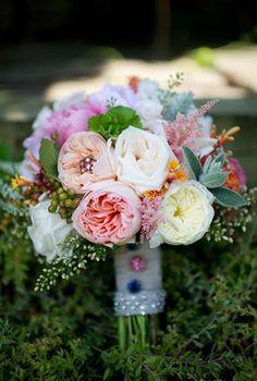 LA FLOR QUE ROMEO REGALÓ A JULIETA  Mis adoradas peonías, esas flores nostálgicas con aire de rosa antigua, también son conocidas como las Sweet Roses Juliet o las Juliet Peony Rose en www.unabodaoriginal.es/blog