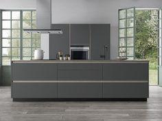 Speel met de details in Tinta Grey voor een keuken met een elegant en eenvoudig design. Kvik heeft een uitgebreid aanbod stijlvolle keukens. Meer informatie Kitchen Units, Black Kitchens, Decoration, Hygge, New Homes, Storage, Furniture, Alicante, Home Decor