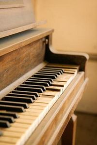 How to Remove Musty Odors From a Piano thumbnail