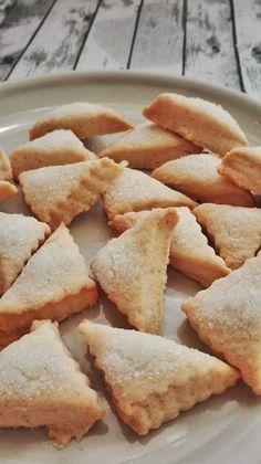 Las vi el pasado lunes en el blog Mi recetario y hoy os enseño cómo quedaron las nuestras. Quedan hojaldradas y deliciosas, no muy dulces como mas nos gustan a pesar de que he añadido algo más de a… Baking Recipes, Cookie Recipes, Snack Recipes, Dessert Recipes, Snacks, Biscuits, Mexican Food Recipes, Sweet Recipes, Decadent Cakes