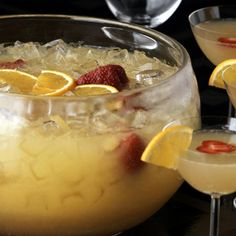 mimosa punch - orange juice, ginger ale, grand marnier, and champagne-the perfect brunch punch! Brunch Punch, Mimosa Punch, Fruit Punch, Sherbert Punch, Summer Drinks, Cocktail Drinks, Fun Drinks, Cocktail Recipes, Alcoholic Drinks
