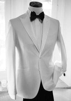 White Groom Tuxedo Men Suits Peak Lapel Design Costume Homme Black Trousers Best Man Outfits Two-PiecesCoat+PantsSlim Fit Terno Masculino Groom Tuxedo, Tuxedo For Men, White Tuxedo, Mens 3 Piece Suits, Mens Suits, Sharp Dressed Man, Well Dressed Men, Look Fashion, Mens Fashion