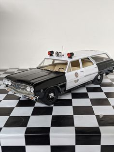 Plastic Model Kits, Plastic Models, Chevy Models, Truck Scales, Emergency Lighting, Diecast Model Cars, Art Model, Police Cars, Box Art