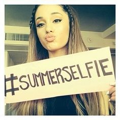 This has got to be my favourite pic of ariana everrrr