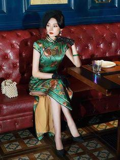 Qipao Modern, Oriental Dress, Cheongsam Dress, Mulberry Silk, Beautiful Asian Women, Elegant Dresses, Asian Woman, Traditional Chinese, Prom Dress