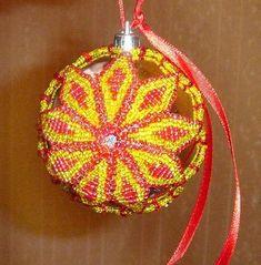 Елочный шар из бисера  Друзья, сегодня мы расскажем в как сделать елочный шарик из бисера своими руками при помощи нашего пошагового мастер-класса с фото и схемой плетения. Используя бисер разных цветов, можно создать много шаров и оформить ёлку в бисерном стиле.  Совсем скоро, не успеем мы все и моргнуть, придет долгожданный, веселый и радостный, Новый год. Так что пора подумать, чем мы будем украшать нашу елку.  Предлагаю сплести елочный шарик своими руками из бисера. Его можно будет не…