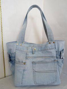 a visiter Large Hobo denim bag Denim Bag Patterns, Denim Handbags, Denim Ideas, Denim Crafts, Diy Handbag, Recycled Denim, Patchwork Bags, Fabric Bags, Purses And Bags