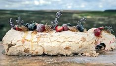 Rolling a roulade can be tricky but, have no fear, a generous dusting of icing sugar will cover up any imperfections. Meringue Roulade, Vegan Meringue, Strawberry Meringue, Meringue Pavlova, Meringue Desserts, Meringue Cake, Chicory Salad, Rhubarb Chutney, Roulade Recipe
