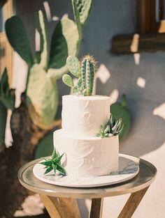 Fall Desert Elopement Inspiration with Burgundy and Lavender - Styled Shoot - Botanischer Garten - Wedding Cakes Cool Wedding Cakes, Wedding Cake Toppers, Western Wedding Cakes, Bolos Naked Cake, Cactus Cake, Cactus Centerpiece, Bolo Cake, Cactus Wedding, Elopement Inspiration