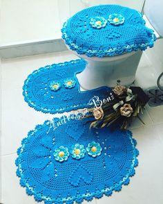 Jogo de banheiro,crochê, flores, casa,decoração, presente, noiva Bathroom Sets, Crochet Earrings, Crochet Hats, Rugs, Blog, Crafts, Amanda, Diy And Crafts, Simple Bathroom