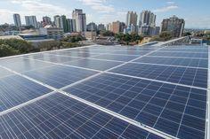 A geração de energia solar fotovoltaica registrou aumento significativo no Paraná. O número de conexões de mini e microgeradores solares ligados à rede de transmissão cresceu de 100 para 700 pontos no período correspondente a novembro de 2015 e o mesmo mês deste ano, um salto de 600%. Esse dado foi revelado pela Companhia Paranaense de Energia (Copel), e mostrou que em outubro, o excedente de energia produzido pela geração distribuída e injetado na rede de transmissão da concessionária…