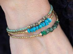 Pulseras de turquesa pulsera de abalorios por AlisonStorryJewelry                                                                                                                                                      Más