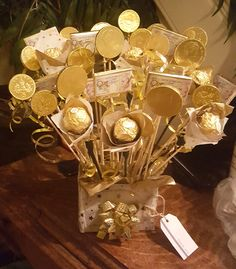 Made some ferrero flowers and chocolate coins India Wedding Decorations, Coin Crafts, Christmas Crafts, Christmas Decorations, Holiday Club, Chocolate Coins, Birthday Chocolates, Kitty Party, Chocolate Bouquet