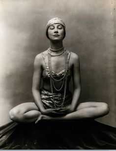 John de Mirjian :: Marguerite Agniel in Buddha position with her legs crossed on a rug in a photographic studio, wearing a two-piece costume and matching turban, ca. Victor Hugo, Max Beckmann, Love Handle Workout, Home Exercise Routines, Marianne, Good Massage, Black White, Love Handles, Photographic Studio