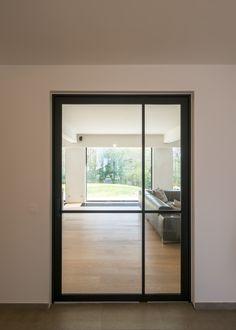 Modern stalen deuren concept zonder inbouwdelen in de vloer | Anyway Doors