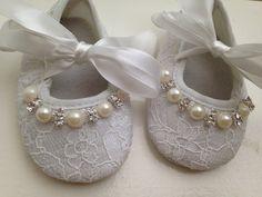 Encaje blanco bebé zapatosrecién nacido blanco por MimisTinyFeet