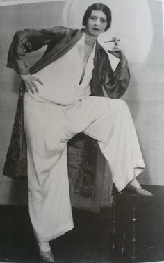Jazz Age pyjama d'Edward Molyneux. You had to be stylish and glamorous even for sleeping. 1930s Fashion, Retro Fashion, Vintage Fashion, Edwardian Fashion, Punk Fashion, Lolita Fashion, Gothic Fashion, Retro Mode, Mode Vintage