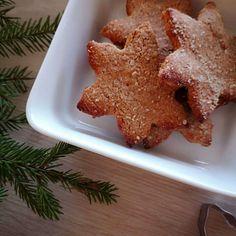 Terveellisempien piparien resepti haussa? Blogista löytyy nyt näiden gluteenittomien pipareiden ohje, mukana ei myöskään lainkaan valkoista sokeria. 😋 . Glutenfree gingerbread cookies.. Yammee. Recipe on the blog. Sweetness is made by coconut sugar. 😋 . #terveellisetherkut #terveellinen #herkku #tervefi #joulu #christmas #healthybaking #leivonta #baking #gluteeniton #glutenfree #inspiration #health #foodie #food #foodblog #ruokablogi #ruoka #eathealthy #healthyeating #pipari Gingerbread Cookies, Desserts, Health, Food, Gingerbread Cupcakes, Tailgate Desserts, Deserts, Health Care, Essen