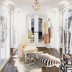 …cant sleep, but already dreaming in closet designs. This one is heavenly. #laurenconradscloset