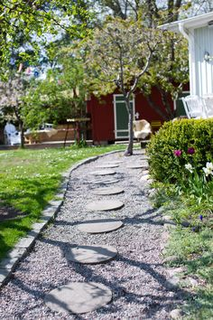 Decorating Minuscule Pool On Your Backyard Garden & Architecture Big Garden, Lush Garden, Shade Garden, Garden Paths, Garden Landscaping, Rectangle Garden Design, Japanese Garden Design, Garden Architecture, Land Scape