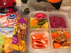 This is fabulous! Over 100 different kids lunch ideas!
