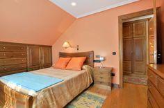 dormitorio con cama de 1,50