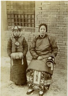 with hand warmers Circa 1890 Vintage Pictures, Old Pictures, Old Photos, Chinese Culture, Chinese Art, Historical Costume, Historical Photos, China People, China Image