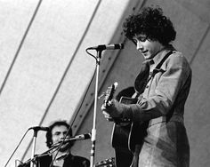 Arlo Guthrie Woodstock 1969 - COMIN INTO LOS ANGELEEEEZ....BRINGIN IN A COUPLE OF KEYS, BUT DON'T TOUCH MY BAGS IF YOU PLEASE MR. CUSTOMS MAN......