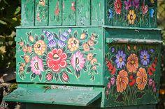 http://fotowyprawy.com/2011/10/09/zalipie-malowana-wies/