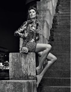 Gisele for Chanel by Karl Lagerfield Gisele Bundchen, Glamour Photo Shoot, Mode Chanel, Chanel Resort, Going Barefoot, Glitter Sandals, Urban Photography, Fashion Photography, Photo Editor