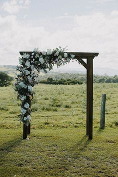 wedding alter decorations for a farm wedding #weddingideas #countrywedding #rusticwedding #farmwedding #wedding2018