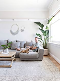 Interior designer Tim Connah and his partner Grae cleverly transformed their one-bedroom Manly apartment into a cool coastal abode. Home Living Room, Living Room Designs, Living Room Decor, Sas Entree, Home Interior, Interior Design, House And Home Magazine, Fashion Room, Living Room Inspiration