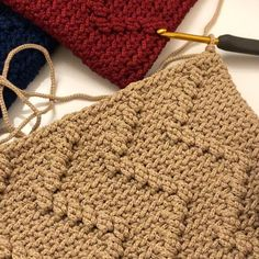 LarHallo all kolay Das erwartete Video ist fertig ? Crochet Clutch, Crochet Shawl, Easy Crochet, Crochet Stitches, Knit Crochet, Crotchet Patterns, Knitting Patterns, Crochet Boarders, Crochet Videos