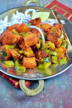 Chilli idly recipe: Crispy and delicious starter with leftover idlis,recipe @ http://cookclickndevour.com/2015/03/chilli-idli-recipe.html