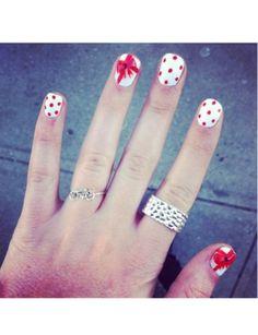 Holiday nails #lulus #holidaywear