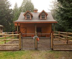DIY Small Horse Barn Construction Thinking of having horses on your property? If you have a large backyard or a small acreage, you can make it happen. All you need is a structure and fenced area. Dream Stables, Dream Barn, Small Horse Barns, Mini Horse Barn, Mini Barn, Mini Horses, Horse Shelter, Horse Barn Plans, Barn Kits