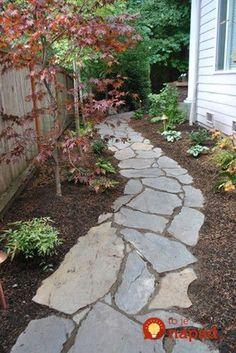Po rekonštrukcii záhrady im zostala kopa rozbitého betónu: Pozrite sa, ako geniálne ho využili v záhrade!