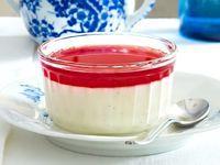 Vanille-Joghurt-Panna-Cotta mit Granatapfelsoße