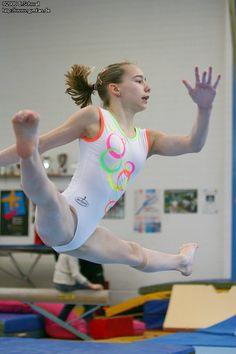 Amazing Gymnastics, Girls Gymnastics Leotards, Gymnastics Pictures, Sport Gymnastics, Artistic Gymnastics, Olympic Gymnastics, Dance Photography Poses, Gymnastics Photography, Katharina Witt