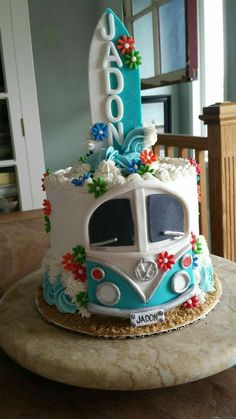 ADORABLE VW Bus/Surfing themed cake, done almost entirely in buttercream. Pretty Cakes, Beautiful Cakes, Amazing Cakes, Crazy Cakes, Fancy Cakes, Fondant Cakes, Cupcake Cakes, Bus Cake, Beach Cakes