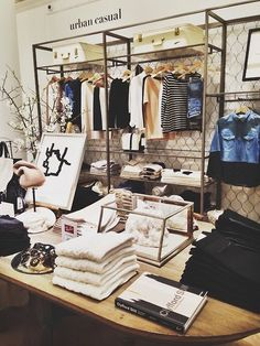Habitually Chic®Club Monaco recently made a big splash with their newly redesigned lower Fifth Avenue store .  Now they are rolling out the chic store design to other locations including the Soho location.